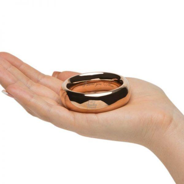 el señor de los anillos - cockring - anillo pene vista del anillo en la palma de la mano de una mujer