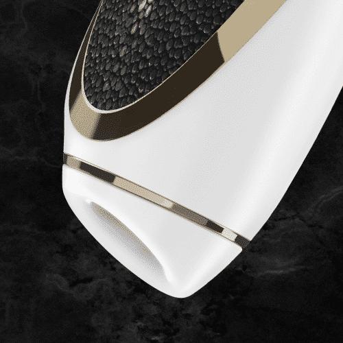 primer plano de la base del vibrador femenino haute couture